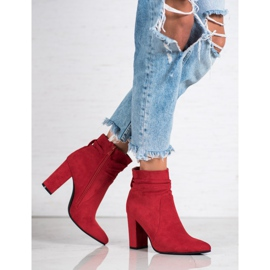 Ideal Shoes Suede Booties On A Bar rood 5