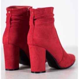 Ideal Shoes Suede Booties On A Bar rood 2