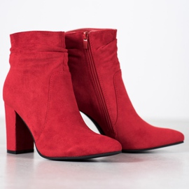 Ideal Shoes Suede Booties On A Bar rood 3