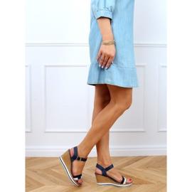 Marineblauwe sandalen met sleehakken A89832 Blauw 3